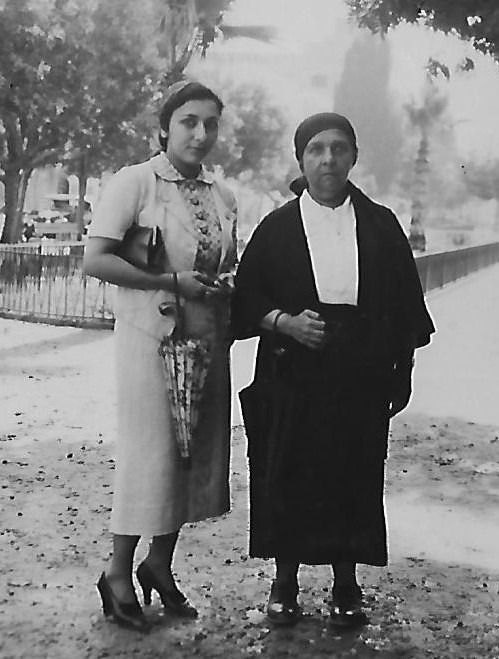 Zia Khanum with her daughter Mehranguise